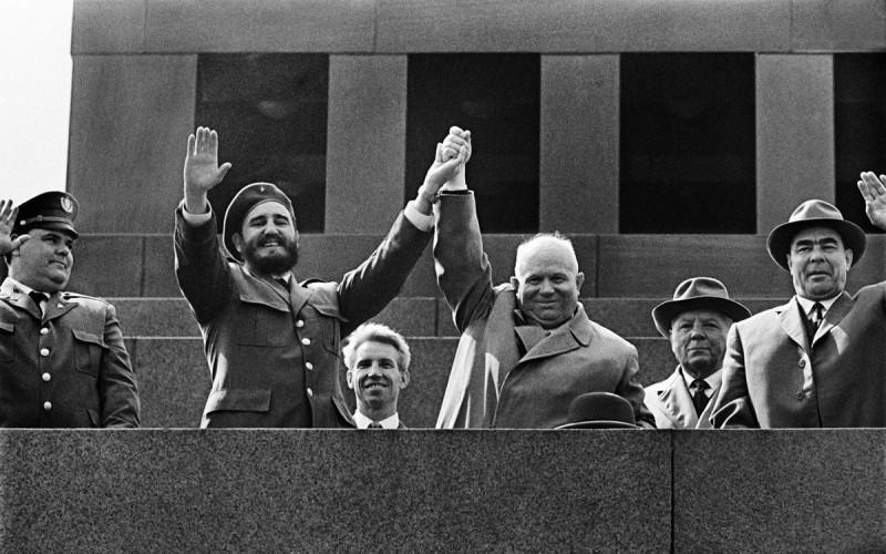 Фидель Кастро на трибуне Мавзолея