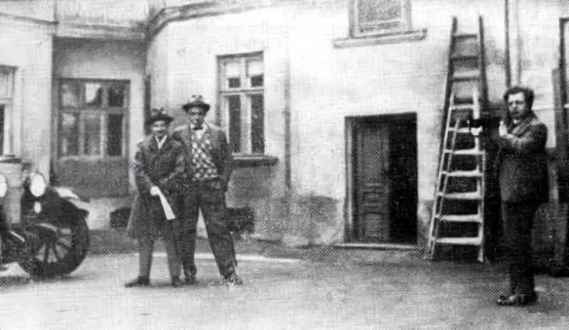 Маяковский и Войков в полпредстве в Варшаве