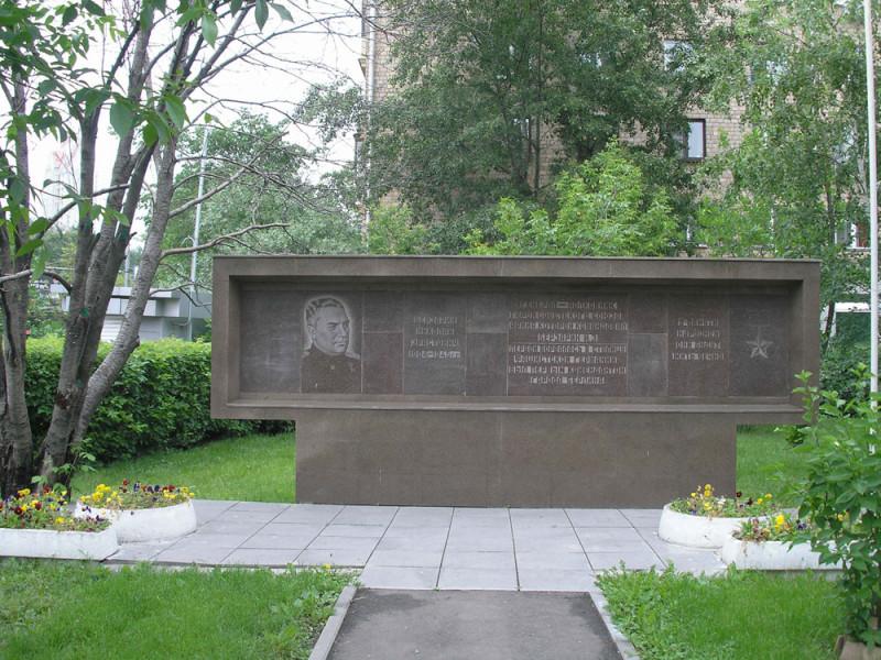 Мемориальная стелла Николаю Берзарину в Москве
