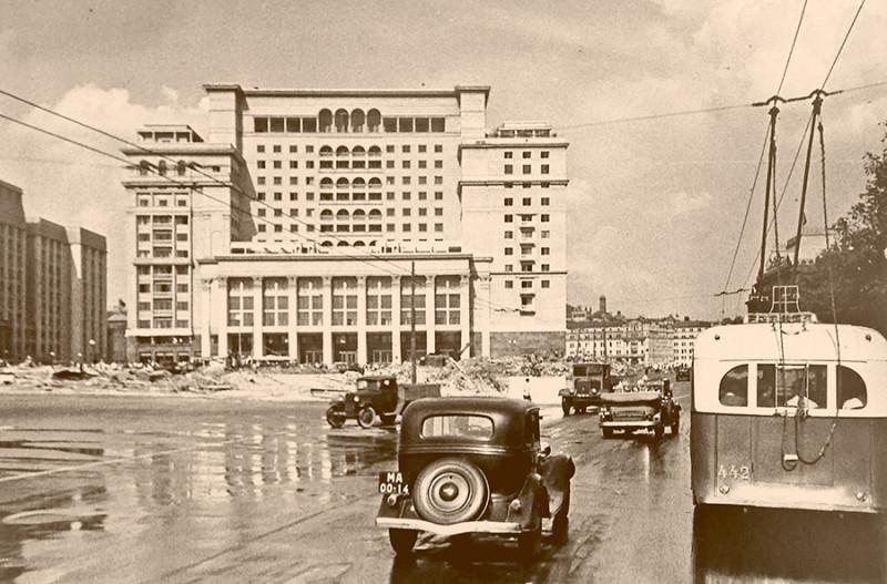 """Гостиница """"Москва"""" в 30-е годы"""