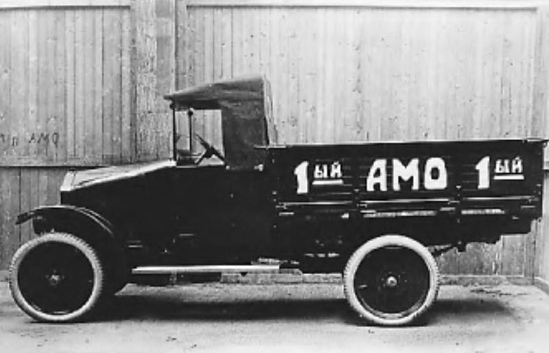 Участник пробега - грузовик АМО (фото из газеты Известия от 18 августа 1925 года)