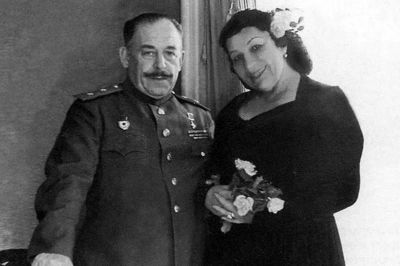 Генерал-лейтенант Владимир Крюков и певица Лидия Русланова