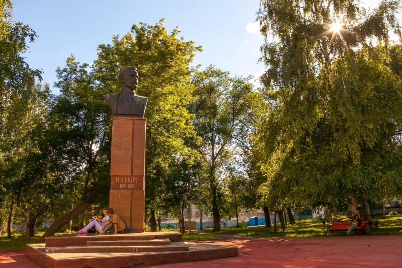 Памятник Николаю Щорсу в самарском парке им. Н. Щорса