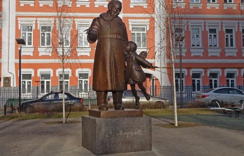 Памятник Маршаку в Воронеже