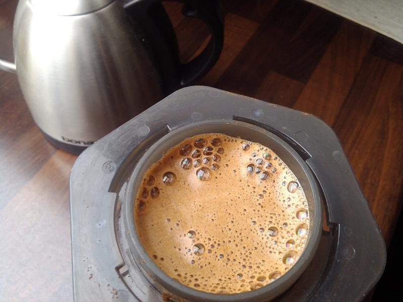 Свежий кофе в аэропрессе