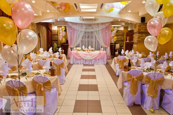 Как украсить кафе шарами на свадьбу