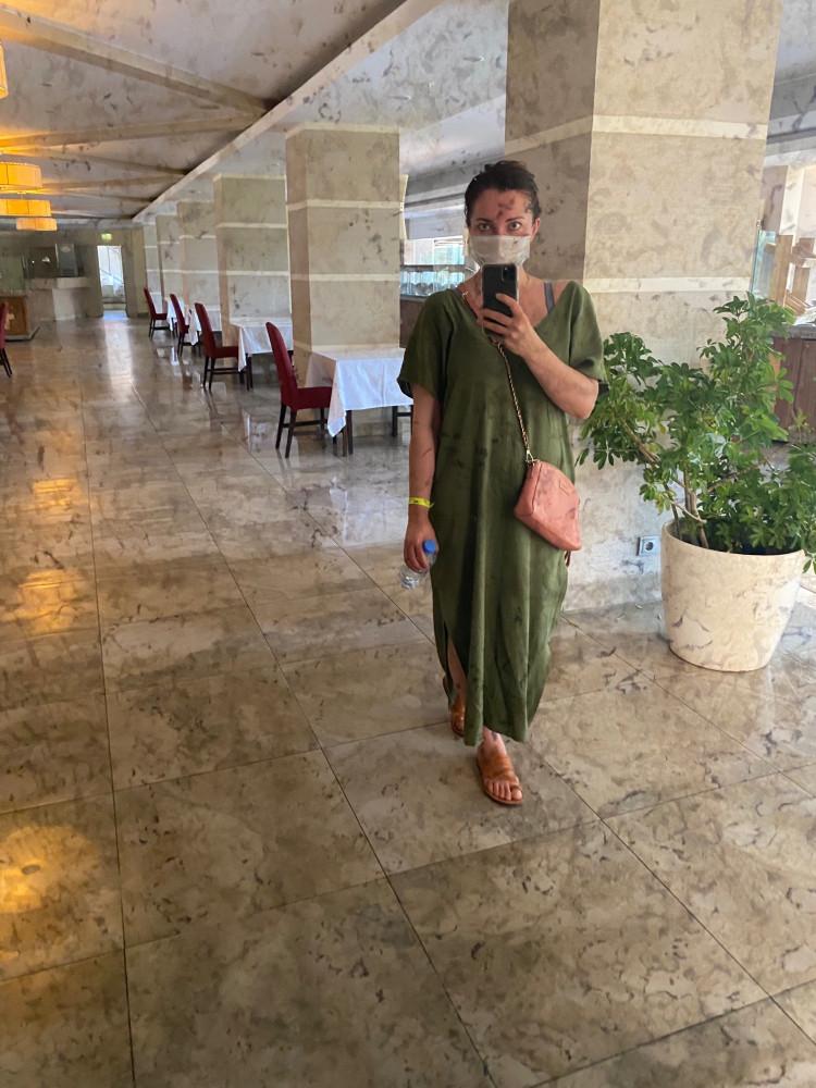 В Мармарисе, если надеть маску (а все гуляют в масках, а на набережной людей приличная толпа), то зазывают в кафе по-турецки. А если маску снять - то по-русски.