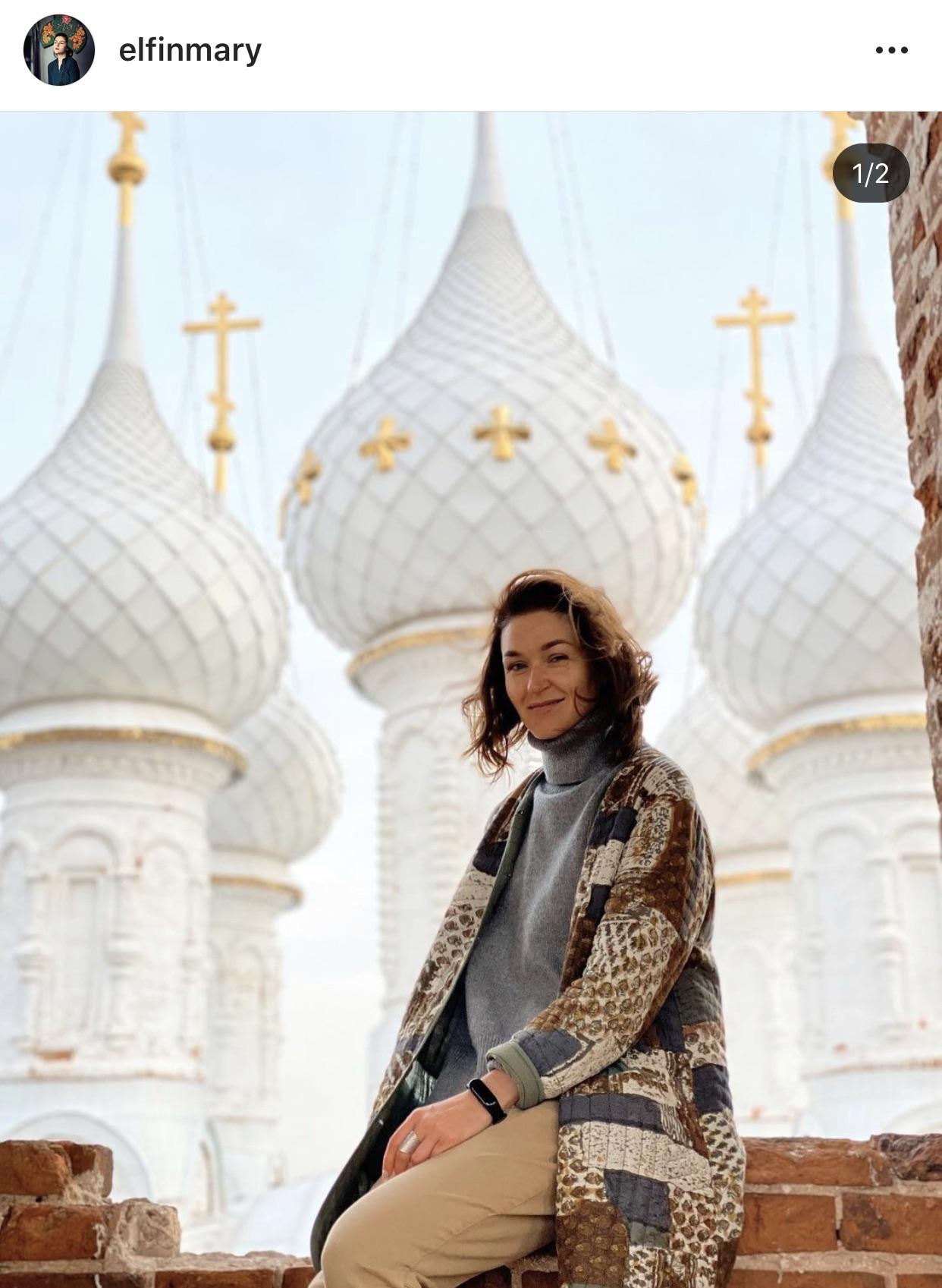 Мария Апалькова @elfinmary - художник. Блог как визуальные народные сказки 2020 года.  А роскошные белые башни и купола - это церковь в селе Дунилово Ивановской области.