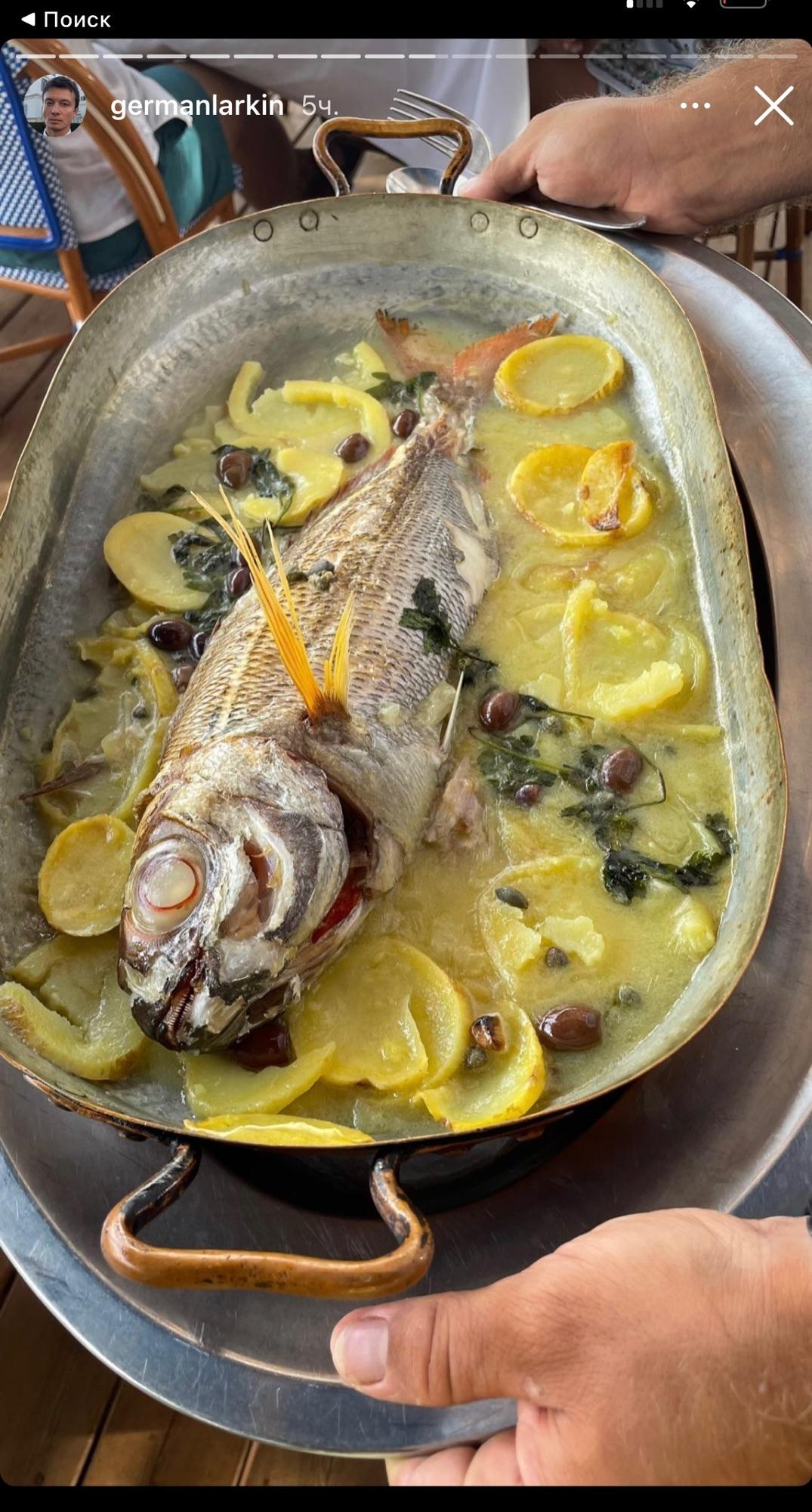 Люди едут на Капри. Люди постят рыбу. Как людям приготовили такой соус? Емкость (почти такая) найдется. Лимоны (пусть не каприйские) - найдутся. Каперсы, каламата, петрушку тоже из холодильника достану. Как сделать сам соус? Там бульон был? Вода?
