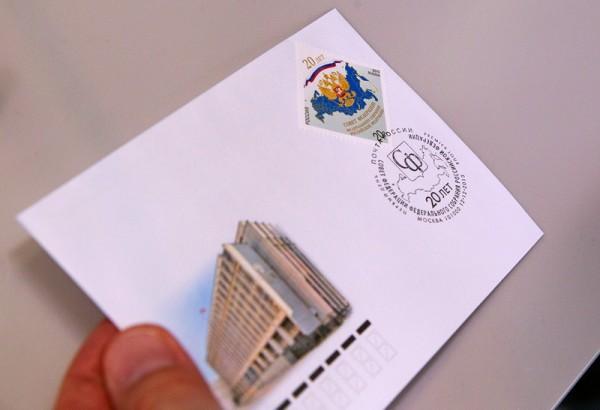Как наклеить марку на открытку, стал