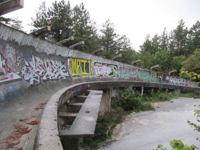 Заброшенная олимпийская трасса для бобслея в Сараево