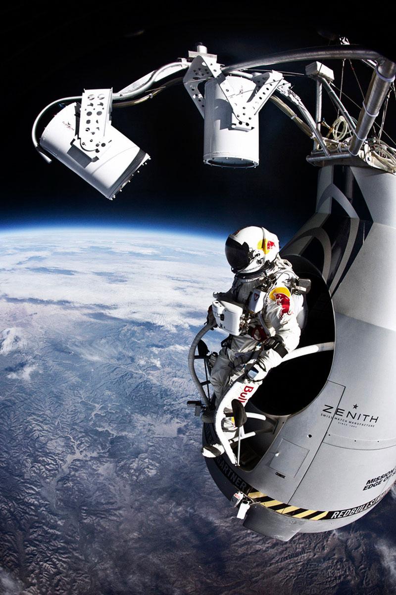 Полное видео прыжка Феликса Баумгартнера из стратосферы