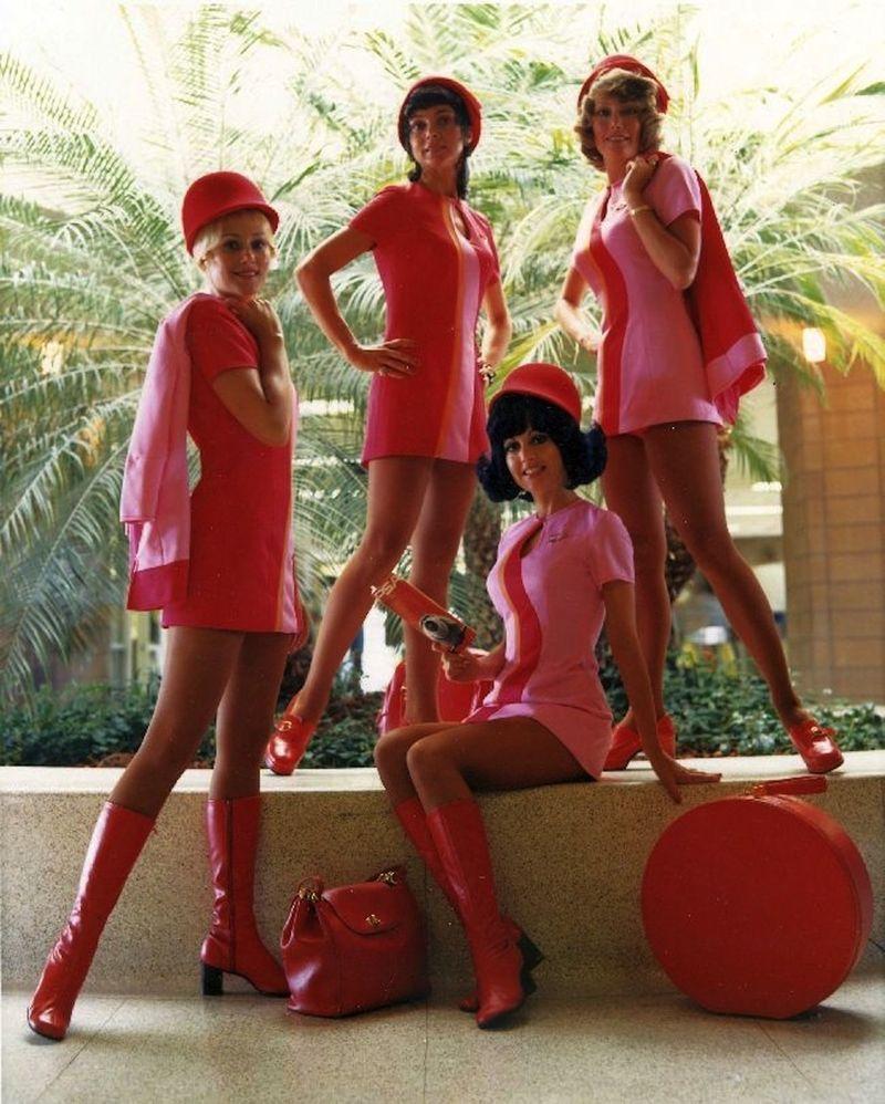 Стюардесса в розовом ролик 6 фотография