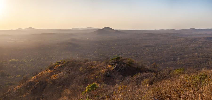 Пейзаж Гирского леса - холмы, покрытые сухими редколесьями
