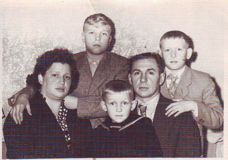 Виктор Васильевич, Людмила Аркадьевна и их дети
