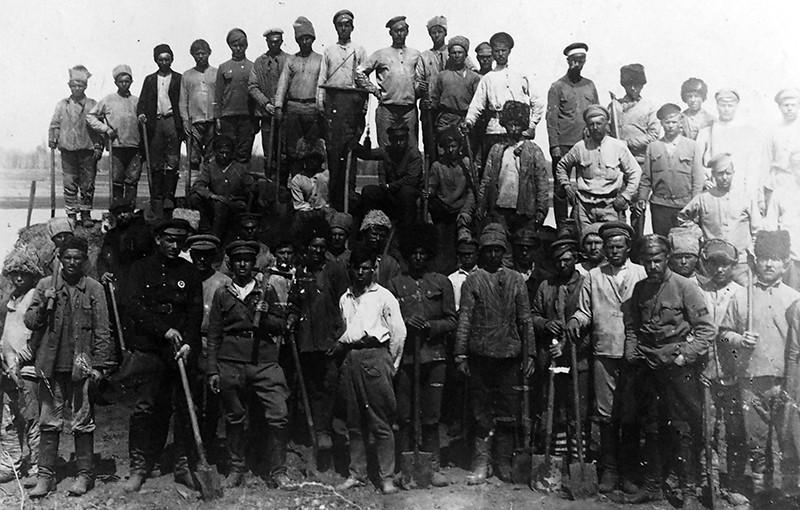 Рабочие Орлеса, начало 1920-х годов.