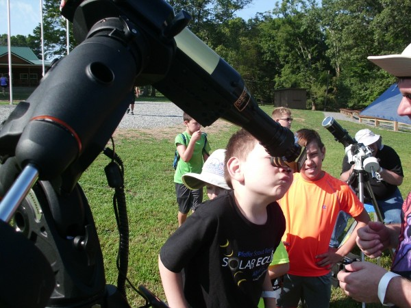 Astronomers welcome gawkers