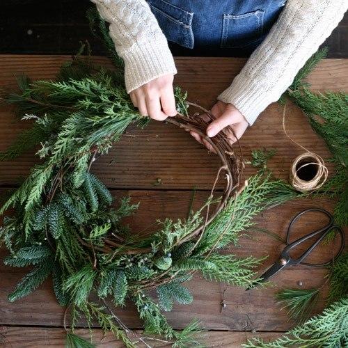 Как сделать рождественский венок своими руками из елки