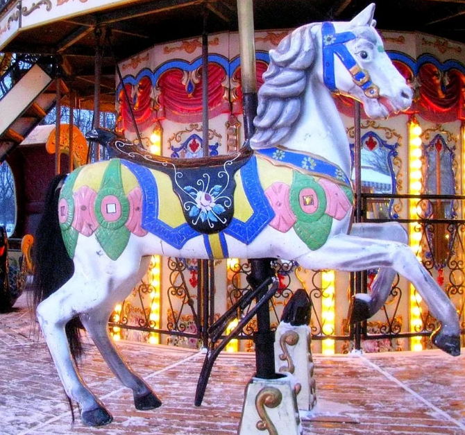 Вы сидите на этой лошадке, мысленный эксперимент.