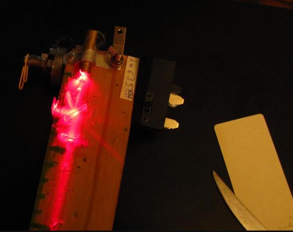 Отражательные элементы вырезаны из СД-диска и приклеены