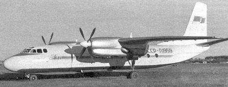 Первый опытный Ан-24: мотогондолы короткие, нет гребня под фюзеляжем сзади.