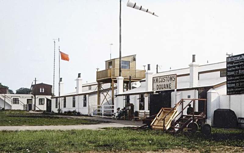 Однако 100 лет авиационной диспетчерской службе Tower_L
