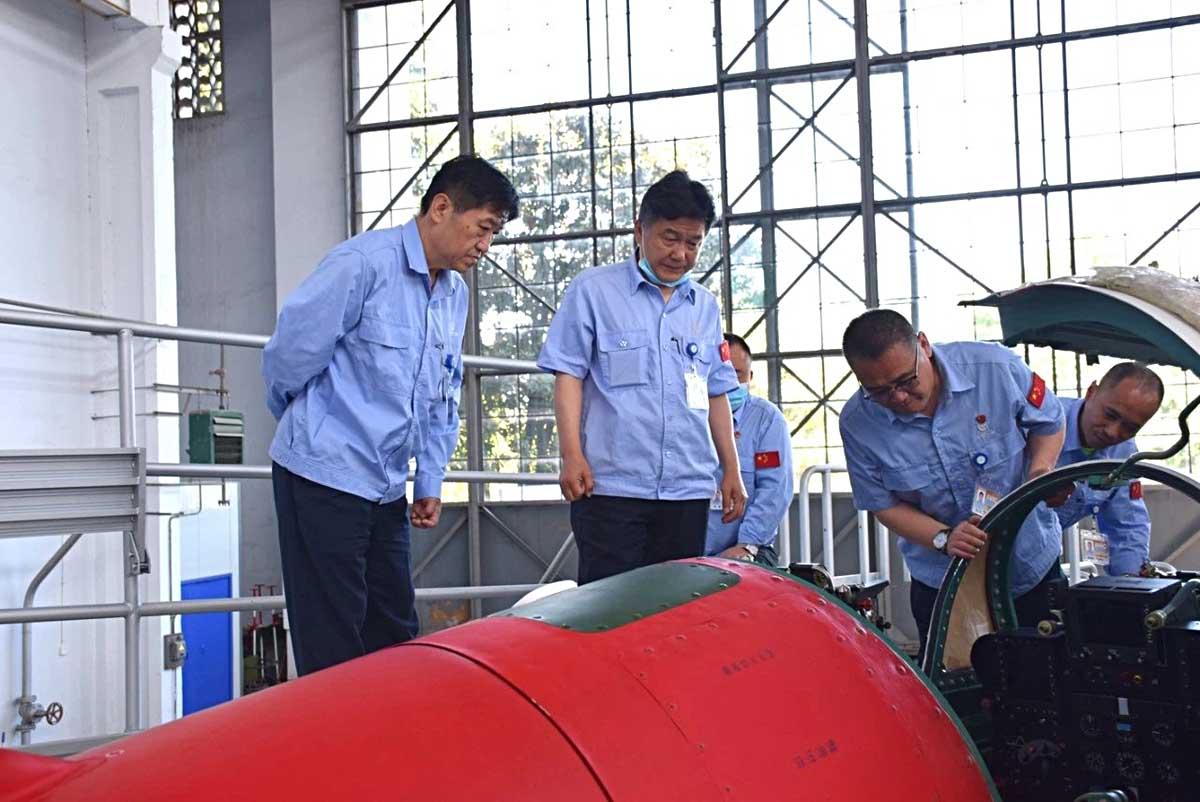 Китайцы продолжают попытки посадить МиГ-21 на палубу... JL9_2