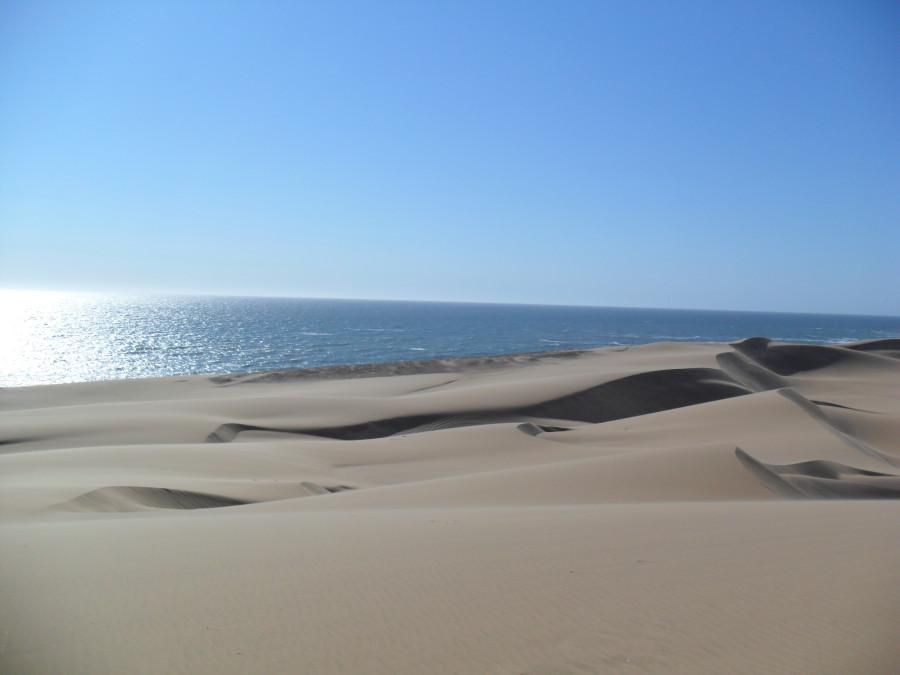 Раскалённые дюны, холодный океан...