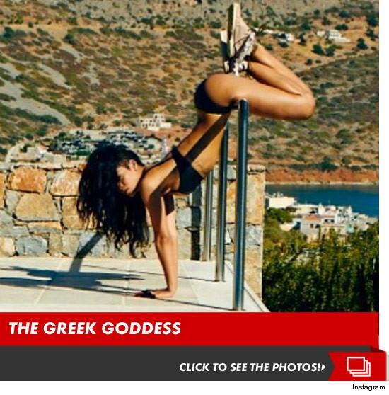 1024-rihanna-greece-sexy-bikini-photos-launch-3