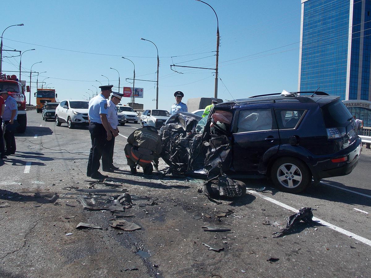 В ДТП на новом мосту Астрахани иномарка протаранила «Газель»