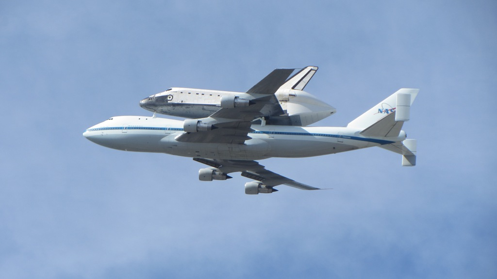Endeavour over Moffett Field5
