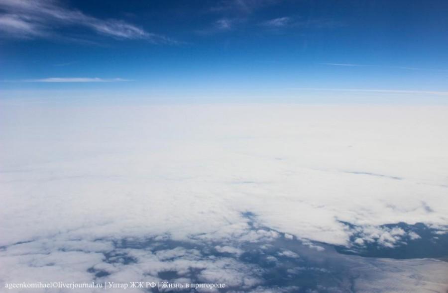 Летим над побережьем, внизу море