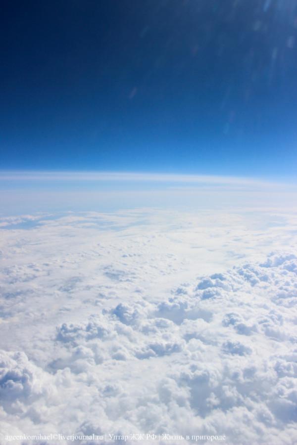 Облака и синее небо