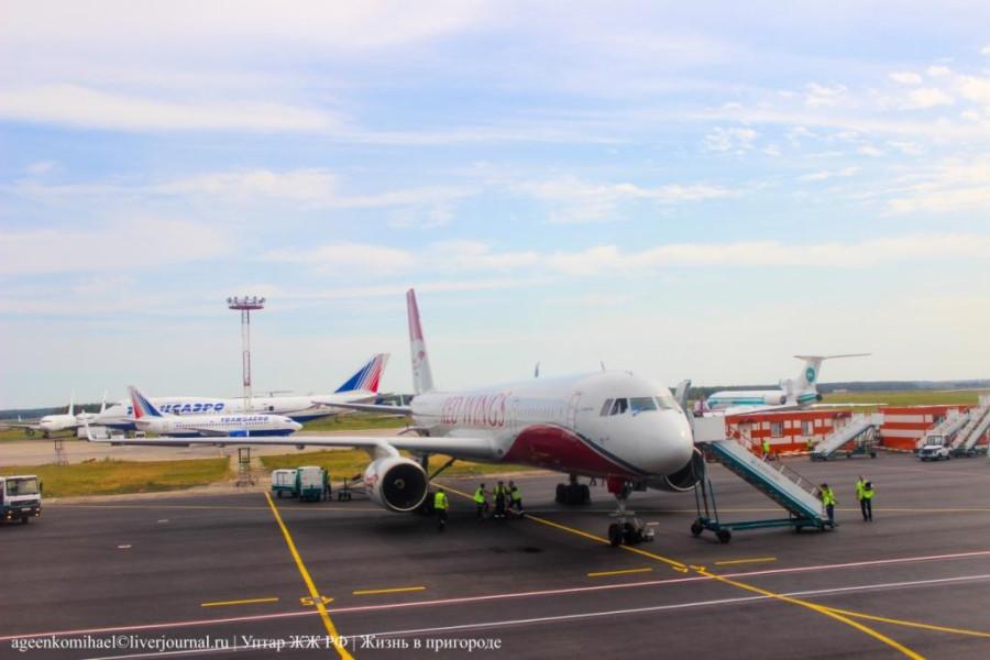 Самолеты различных авиакомпаний
