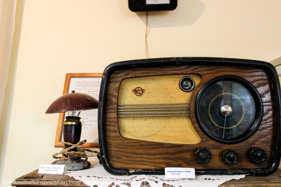 54. Радиоприемник послевоенного периода