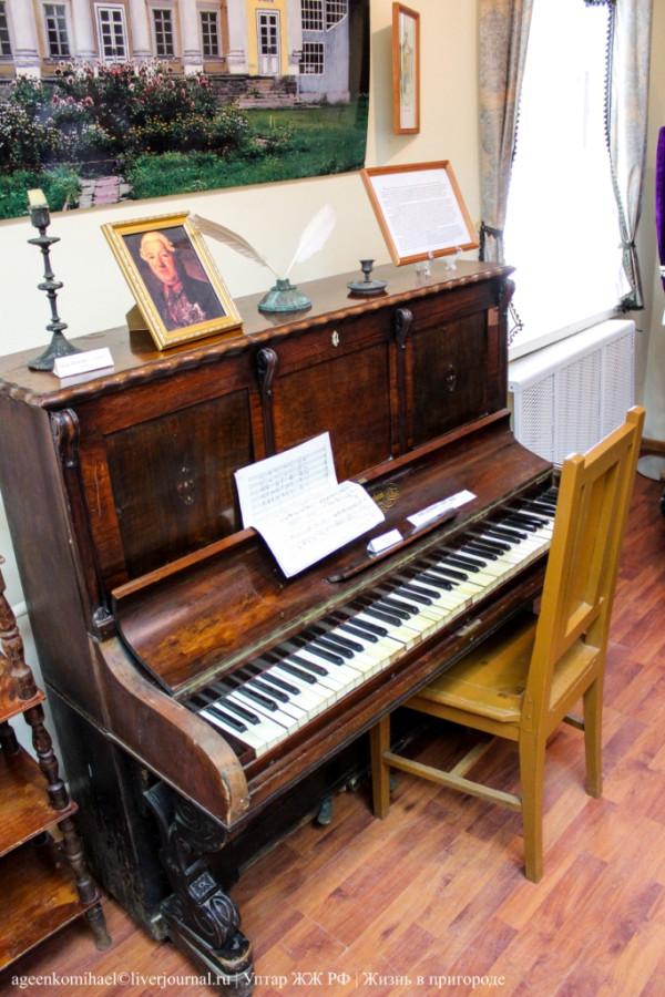56. Пианино