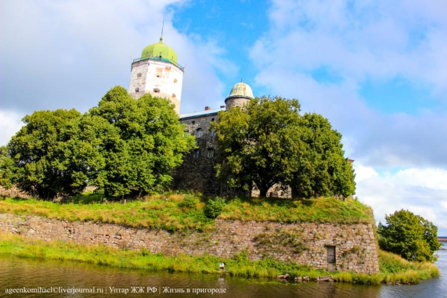 1. Замок на острове
