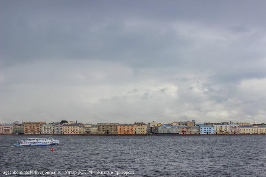 18. Исторический центр Санкт-Петербурга (вид с борта крейсера Аврора)