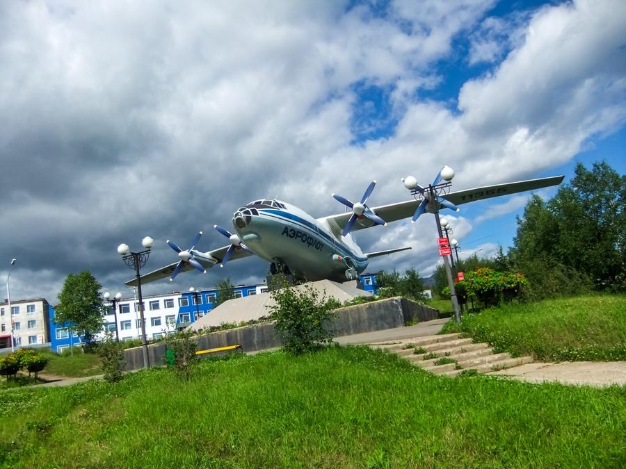 авиапамятник Ан-12 в аэропорту Сокол