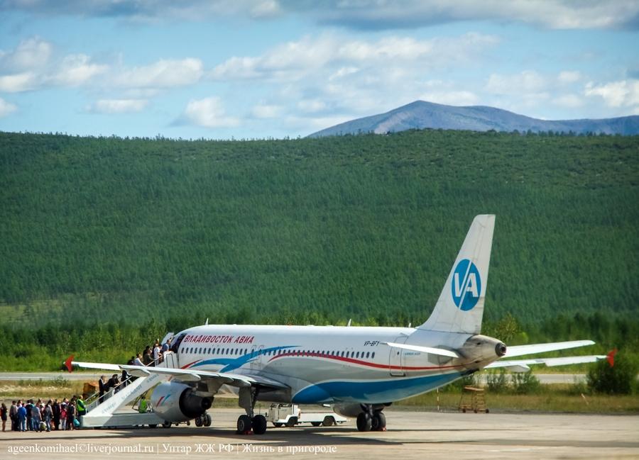 AirbasA320 а-к Владивосток Авиа (посадка пассажиров в самолет) (2)