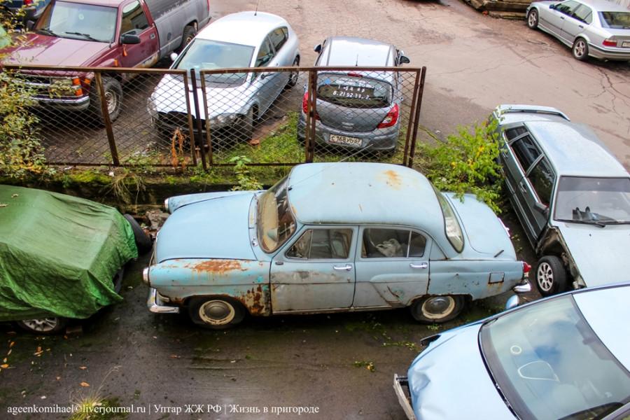 москвич под окном