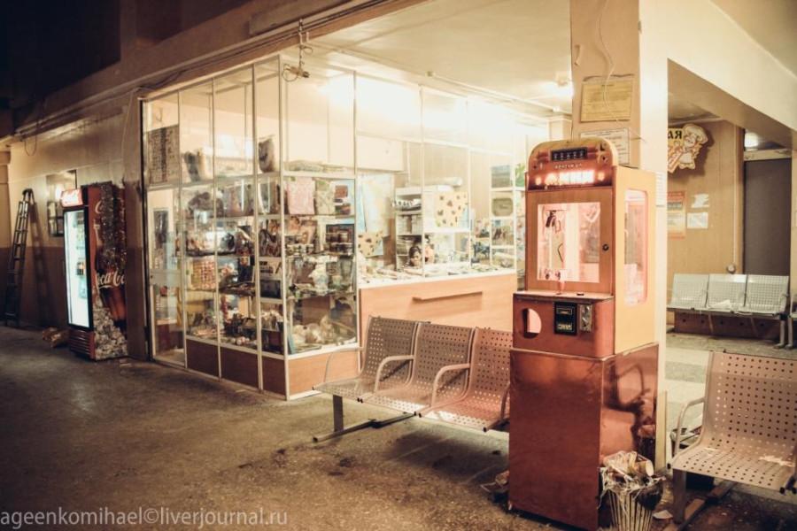 игровой автомат, лавка с канцелярскими товарами и сувенирами Магаданской области
