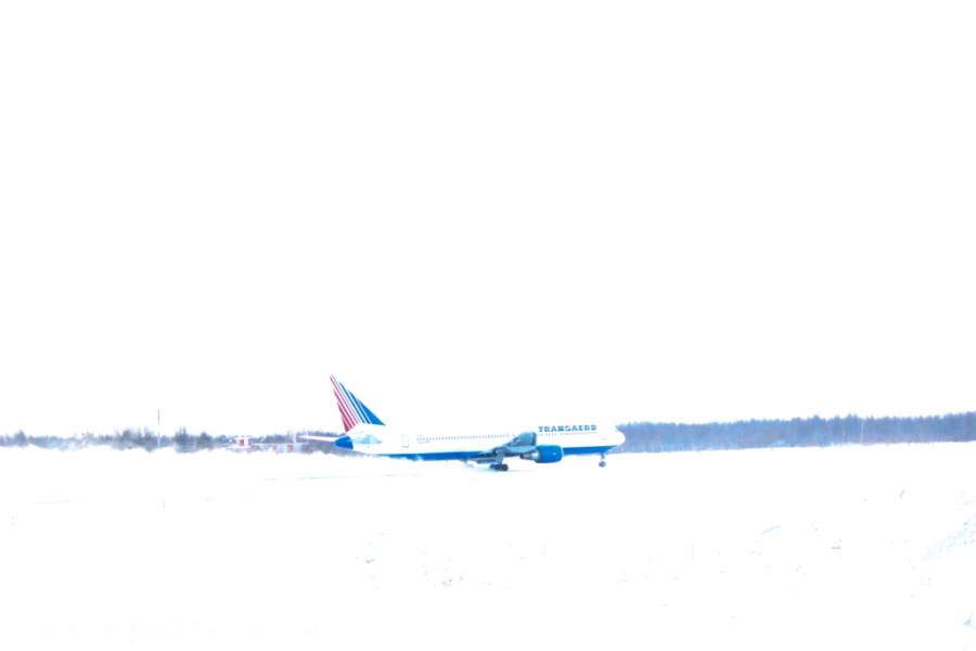 самолет авиакомпании Трансаэро идет на взлет