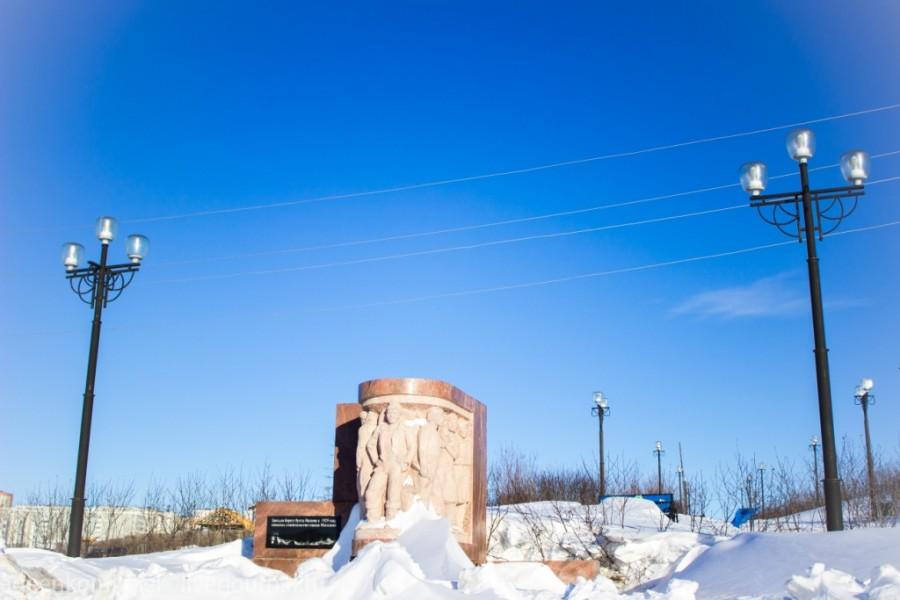 Памятник первостроителям города Магадана