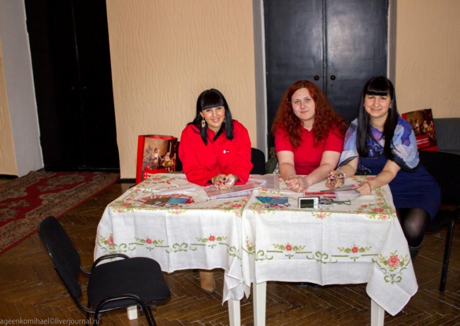Девушки из МТС (2 фото)
