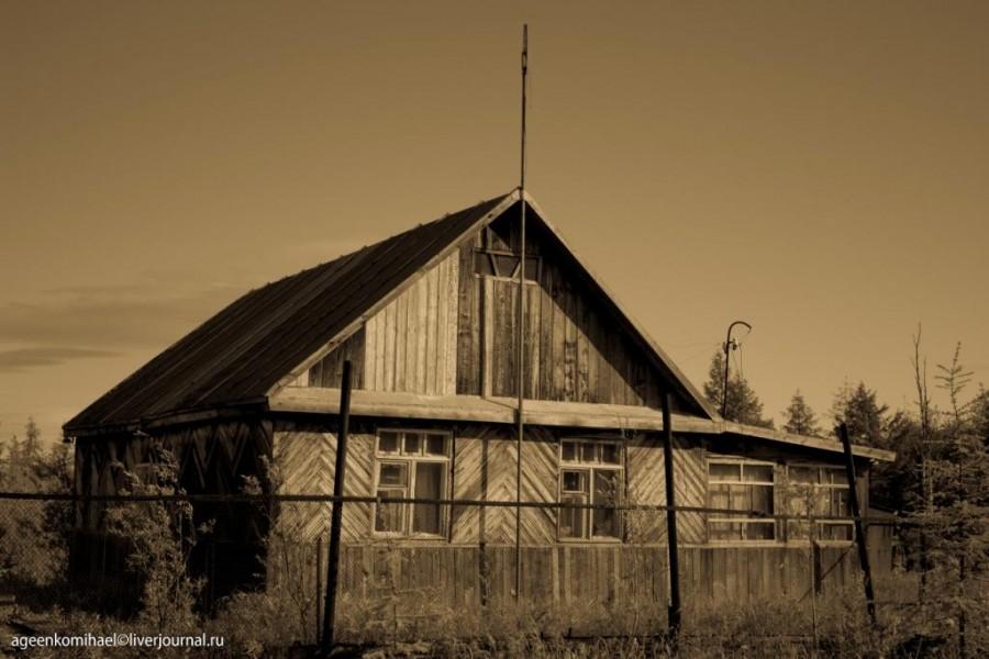 деревянный домик (1 фото)