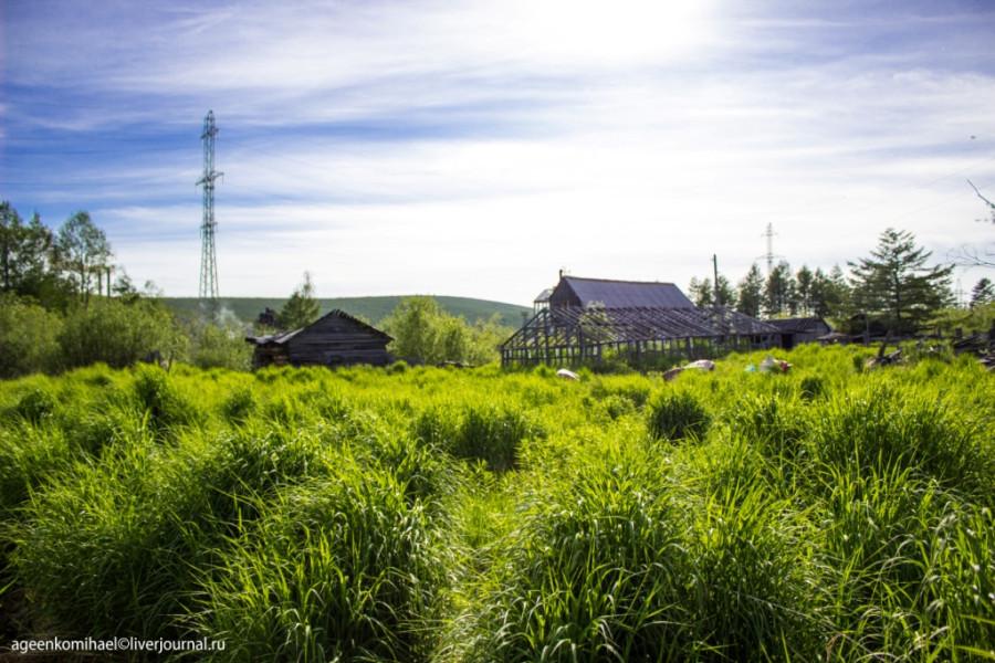 деревня в низине (2 фото)