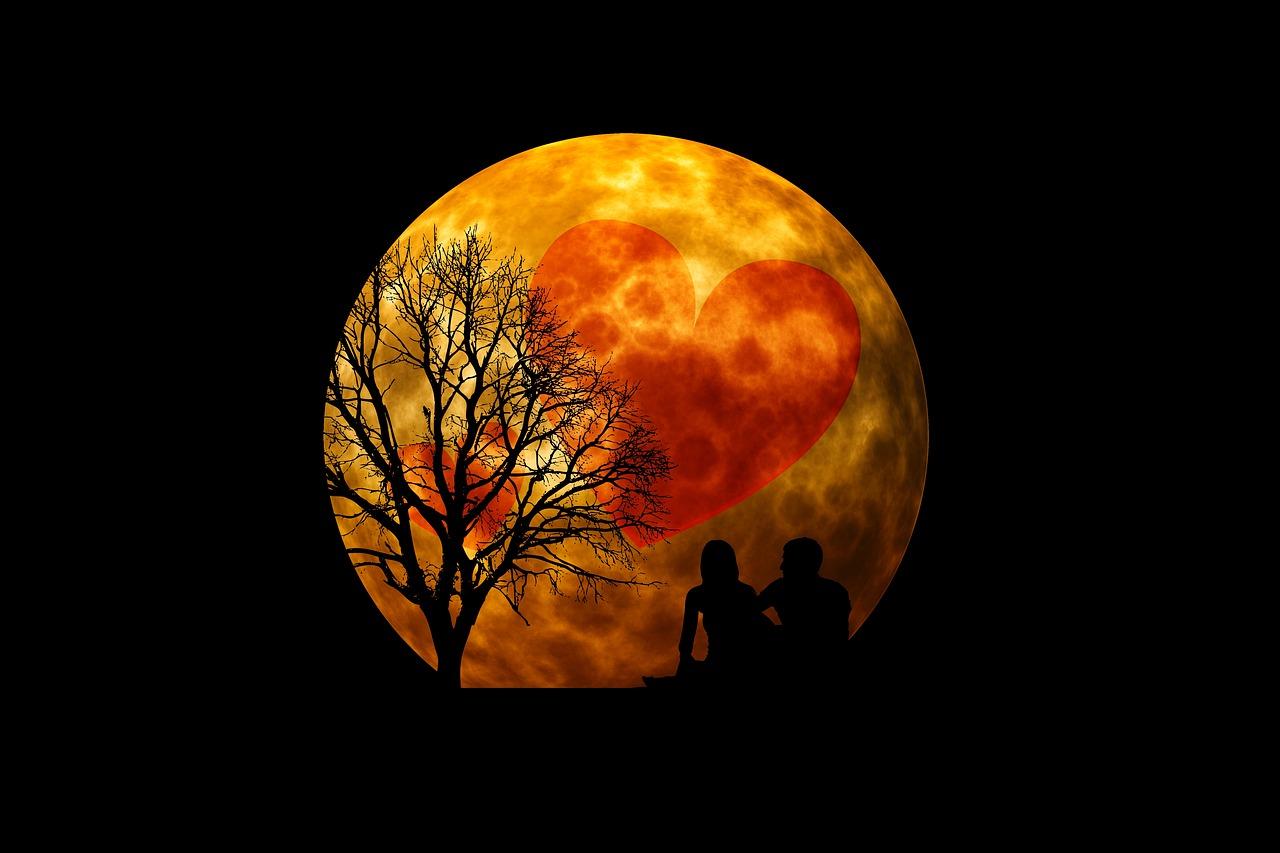 moon-3083104_1280