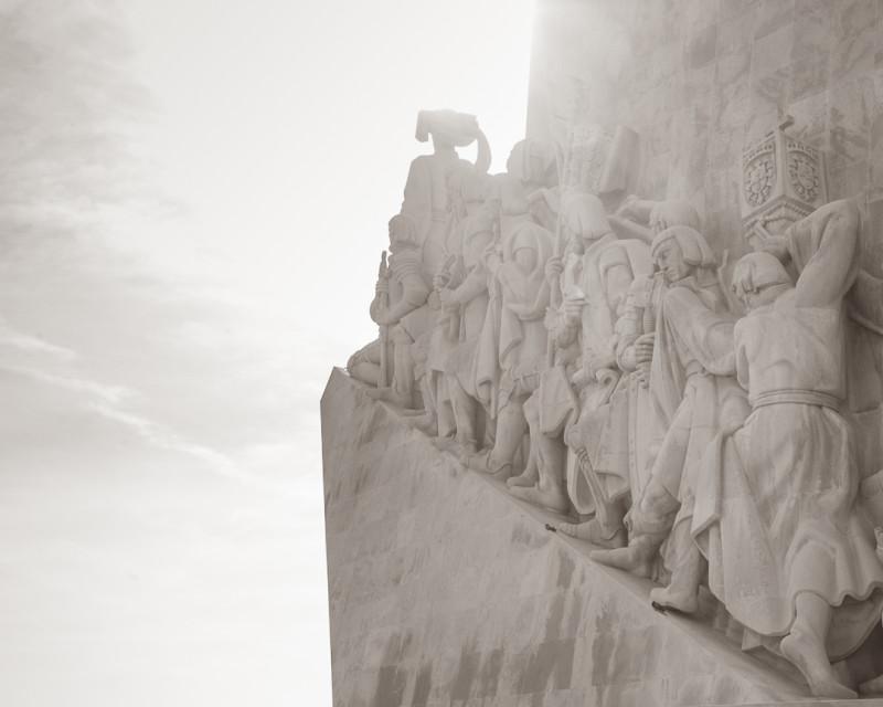 Памятник первопроходцам в Лиссабоне.