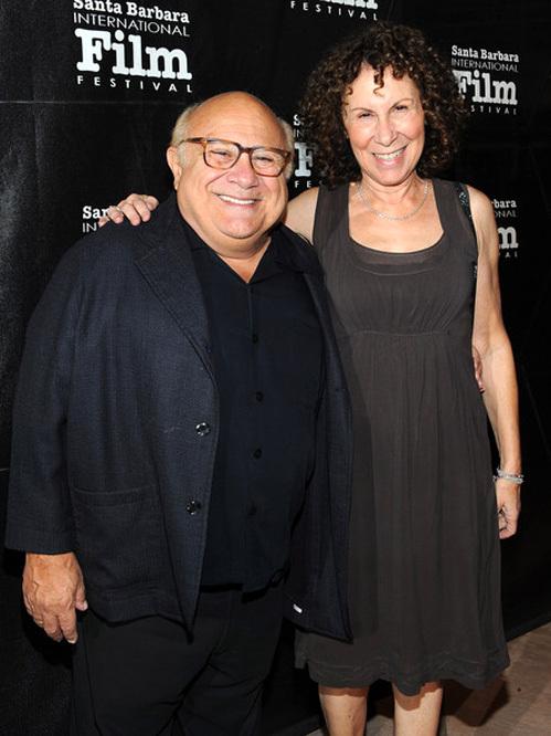 32 Дени де Вито с женой